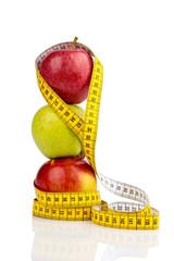 Äpfel auf mit Maßband