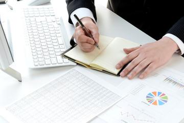 ビジネスイメージ―メモを取るビジネスマン