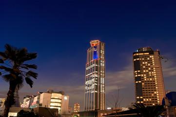 夜のATCと大阪府咲洲庁舎