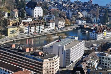 Blick auf die Dächer von Luzern mit Fluss Reuss