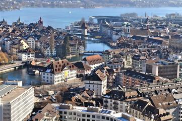 Blick auf Luzern im leichten Nebel,  mit Vierwaldstättersee