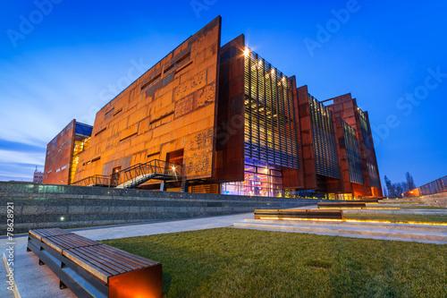 Leinwanddruck Bild Rusty steel building of European Solidarity Museum in Gdansk