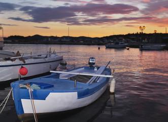 barque sur fond de crépuscule (Pakostane-Croatie)