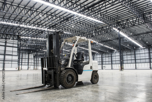 Forklift loader in large modern storehouse - 78632732
