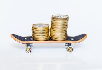 moneta i deskorolka