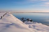 sulama barajında kar sularının birikmesi