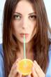 Junge Frau legt Wert auf eine gesunde Ernährung