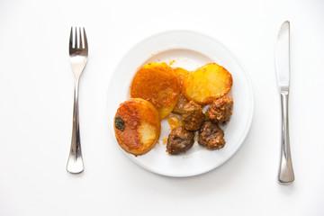 Buletten und Kartoffeln
