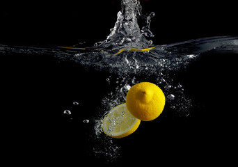 Lemon in water © Veresovich