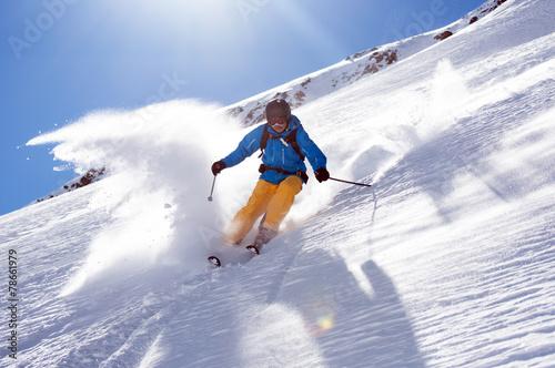 Zdjęcia na płótnie, fototapety, obrazy : Skifahrer im Tiefschnee