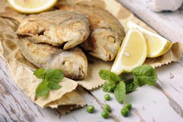 Deep-fryed seabass with lemon
