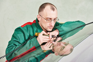 Windscreen repairman worker