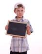 Junge mit Tafel für Text
