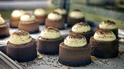 Chocolate cakes on the bakery storefront