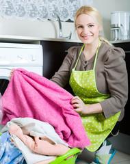 girl using washing machine