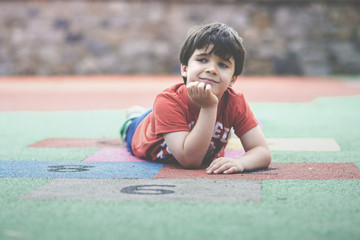 niño en el parque