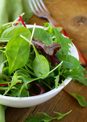 mix salad (arugula, iceberg, red beet) in  bowl