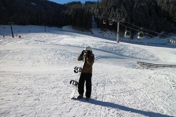 Snowboarder bei Talstation