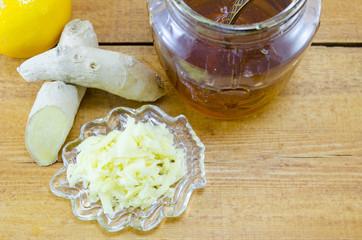 Ginger root, honey and sliced ginger
