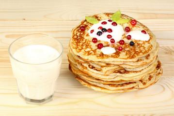 dessert pancakes with berries