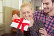 Leinwanddruck Bild - junge frau freut sich über ein geschenk