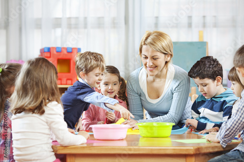 Teacher with children - 78704509