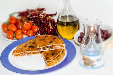 tiella pomodoro peperoncino e olive