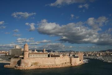 fort saint-jean à marseille au vieux port