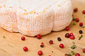 st albray  -  fromage à pâte molle sur fond blanc