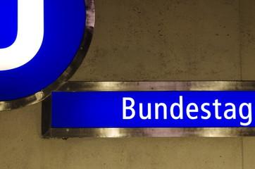u-bahn schild bundestag berlin
