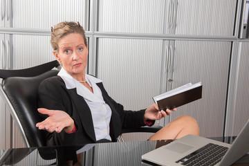 Chefin im Büro