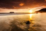 Sonnenuntergang an der Playa Espadilla in Costa Rica