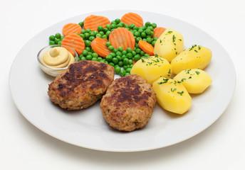Frikadellen mit Gemüse und Kartoffeln