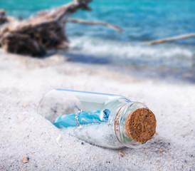 Flaschenpost, Treibgut am Strand