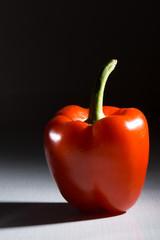 rote Paprika auf Tisch