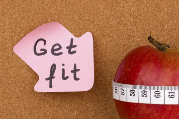 Get Fit written on sticky note and apple