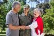 Leinwanddruck Bild - Soldier reunited with her parents