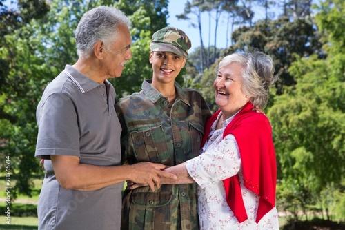 Leinwanddruck Bild Soldier reunited with her parents