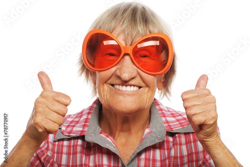Senior woman wearing big sunglasses - 78770917