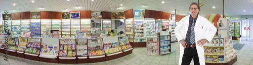 Apotheke Panorama mit Apotheker