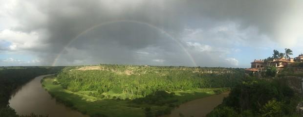 regenbogen über fluss