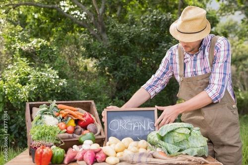 Keuken foto achterwand Boodschappen Farmer selling organic veg at market