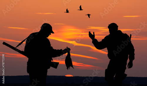 Papiers peints Chasse two hunters at sunset