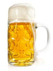 Bier im Maßkrug läuft über