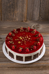 Himbeer-Mohn-Amaretto-Mousse Torte