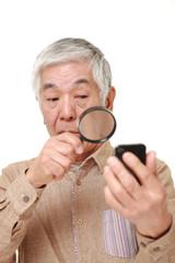 老眼に困る高齢者