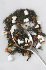 Grüner Tee der Sorte Genmaicha