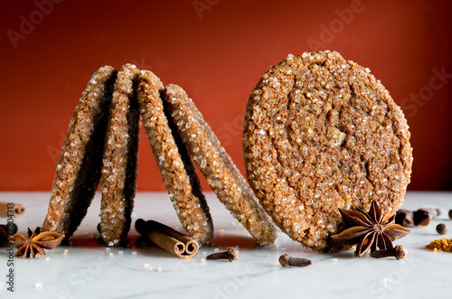 Gingersnap cookies coated with sugar crystals. Close up of cooki - 78804313