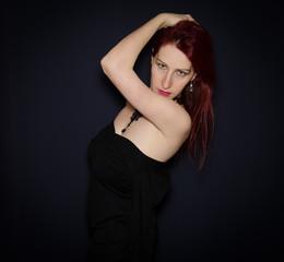 Donna gotica in nero