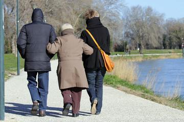 Marche en famille en hiver
